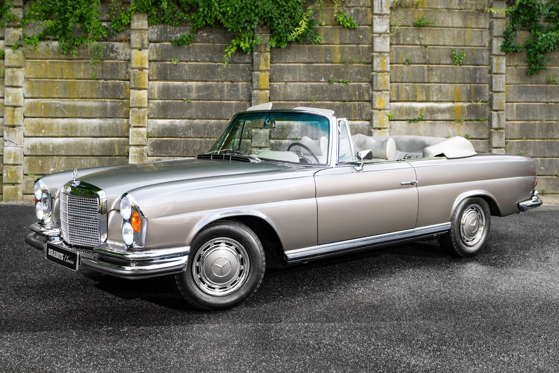 Used 1971 Mercedes-Benz 280SE 3.5  | Oyster Bay, NY